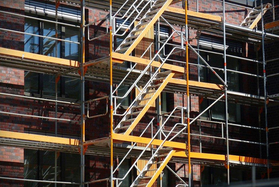 Update: 1 Worker, 2 Pedestrians Hit in Scaffolding Collapse