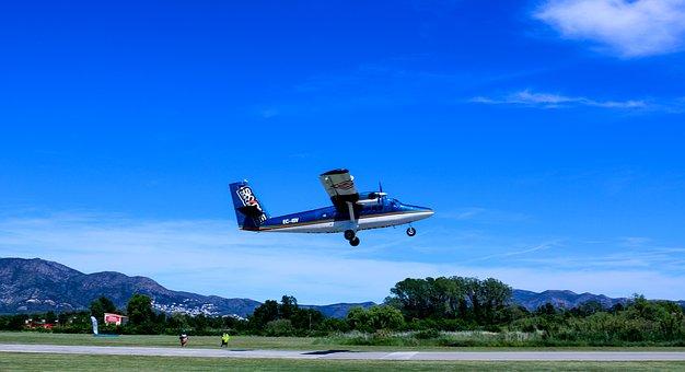 7 People Injured After Skydiving Plane's Emergency Landing