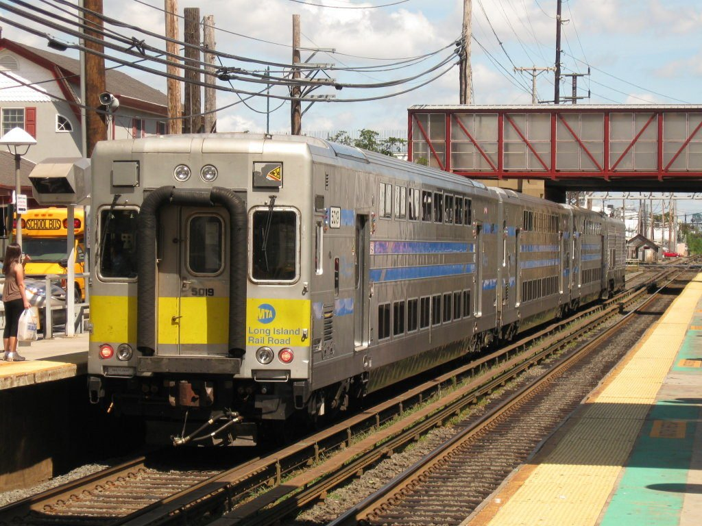 1 Dead in LIRR Crash With Vehicle